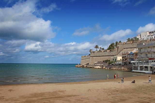 la costa valenciana tra mare divertimento e aranceti